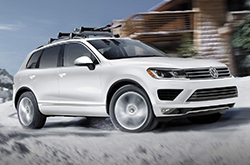 When You Compare Volkswagen S Latest Touareg Model Head To With The 2016 Acura Mdx Bmw X5 And Mercedes Benz Glk Cl Ll See That It