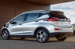 compare 2019 Chevrolet Bolt